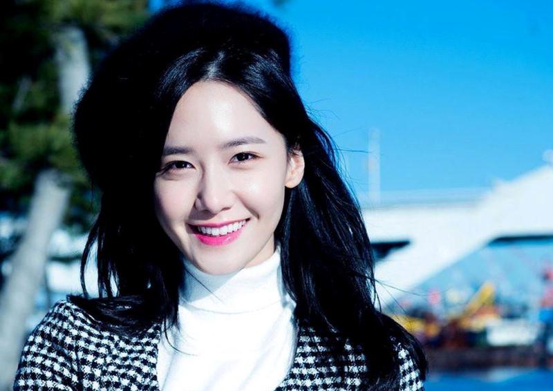 Im Yoona trẻ trung xinh đẹp