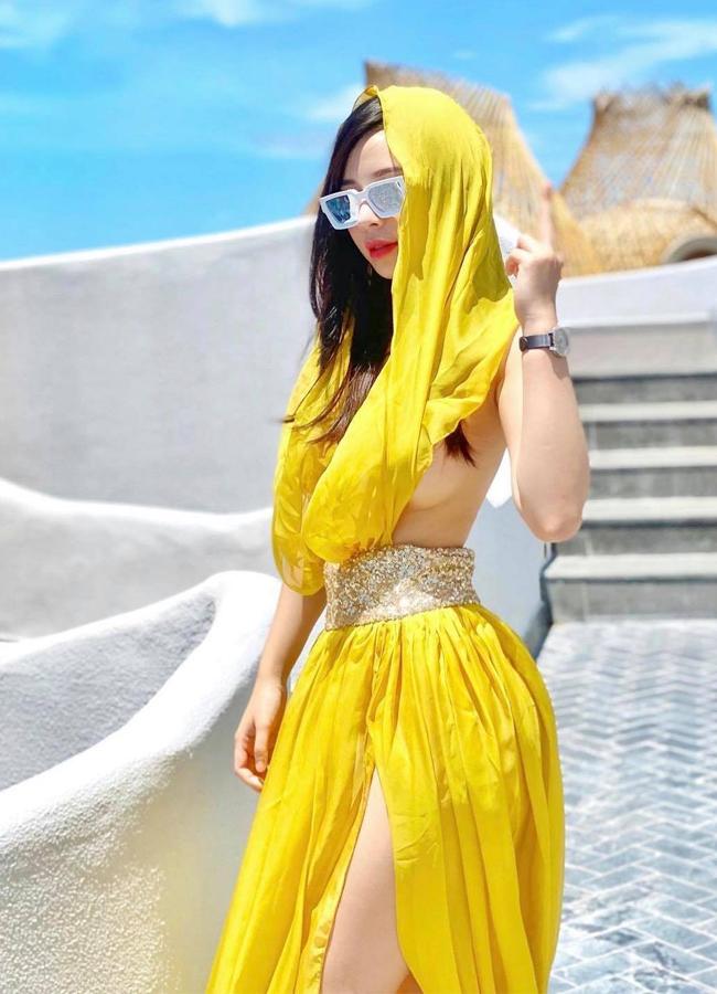 Hot girl Phương Bora mê kiểu váy áo ít ai dám mặc