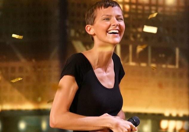 Ca sĩ Mỹ rời game show vì bệnh ung thư trở nặng