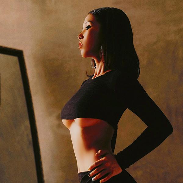 Không chỉ có tấm lòng nhân ái, Hot girl Huyền Mi gây bão cộng đồng mạng với body đẹp