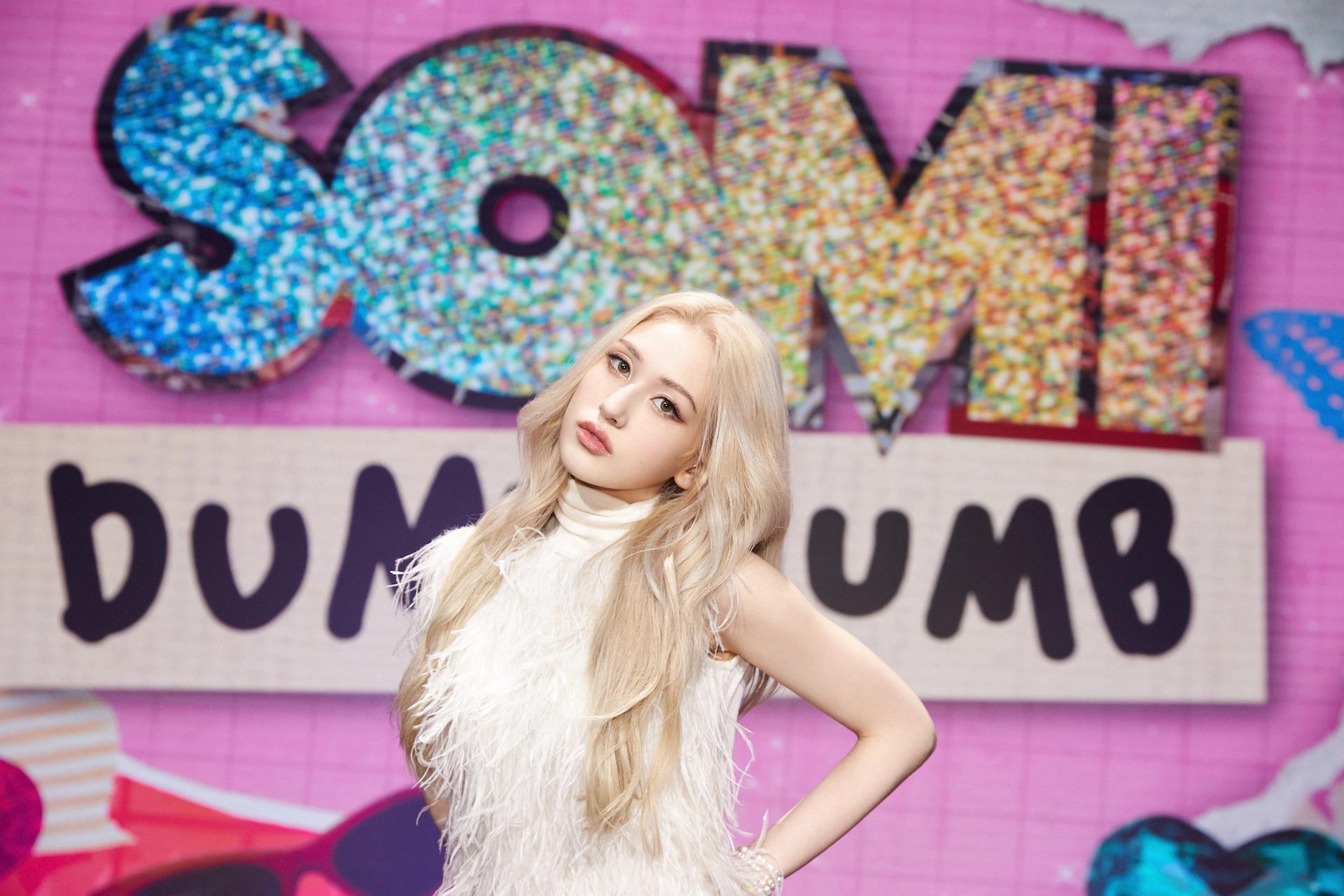 'Bông hồng lai' Kpop Jeon Somi gửi lời chào bằng tiếng Việt