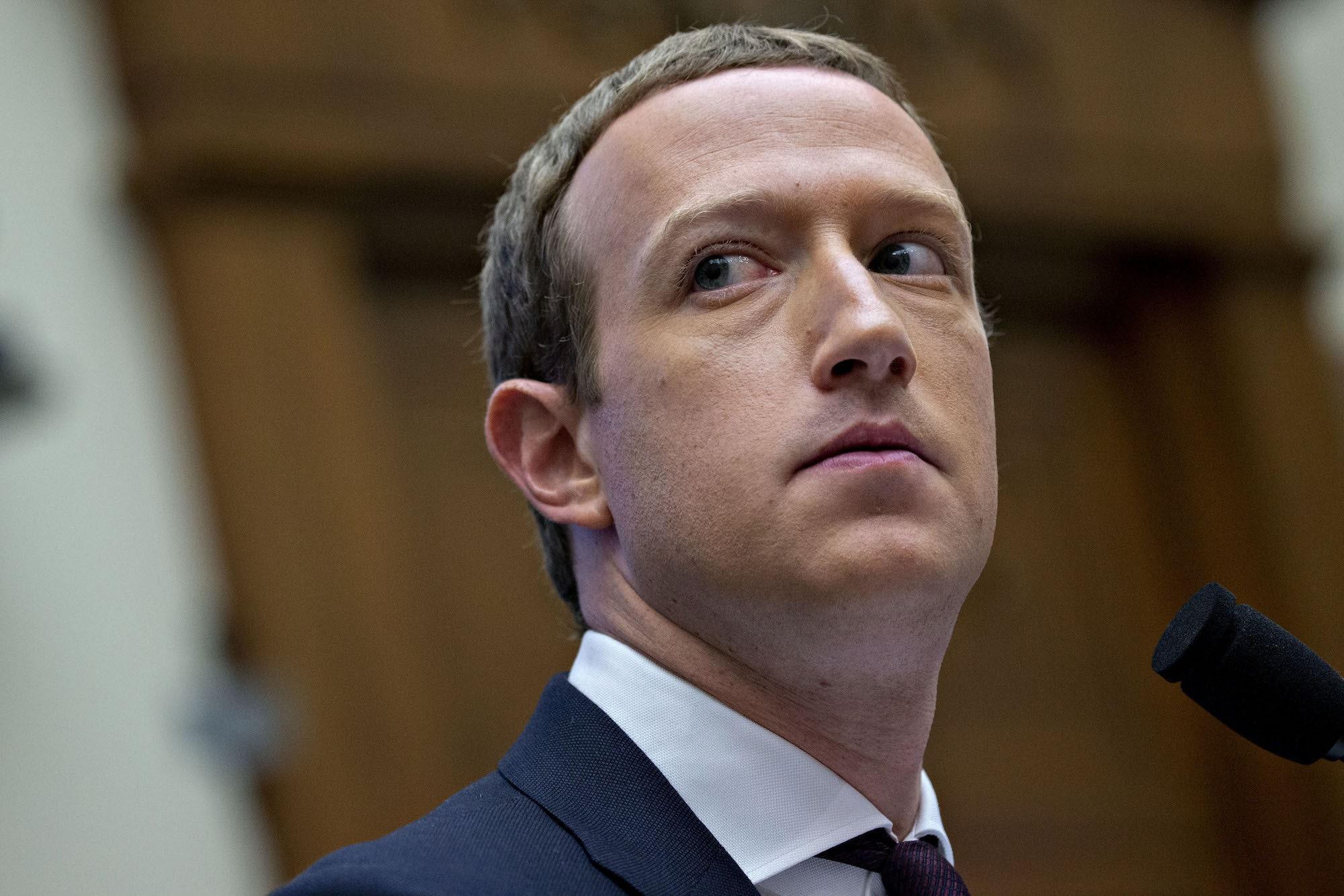 Facebook đang thâu tóm và dìm chết đối thủ