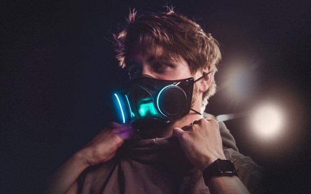 Khẩu trang Razer tên chính thức là Zephyr, hiệu quả như N95, tái sử dụng được và có đèn RGB