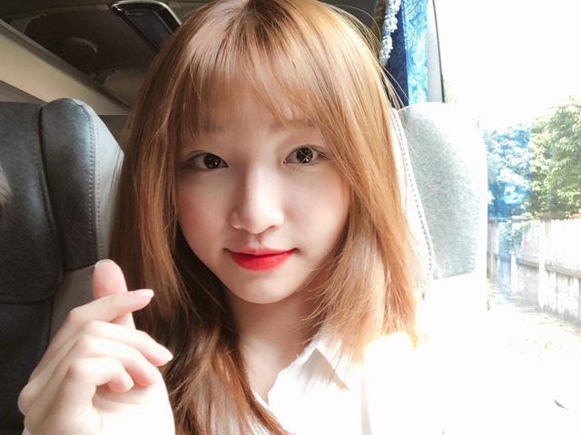 Hết mình cosplay chiều fan nhưng Hoa Nhật Huỳnh lại liên tục phải xin lỗi trên stream vì lý do này