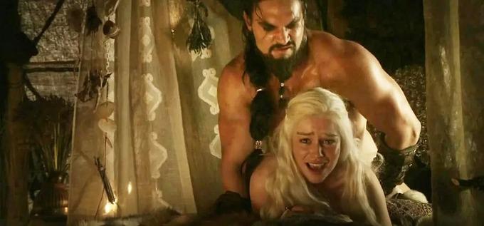 """Sao nam """"Game of Thrones"""" đáp trả câu hỏi vô duyên về cảnh nóng trong phim"""