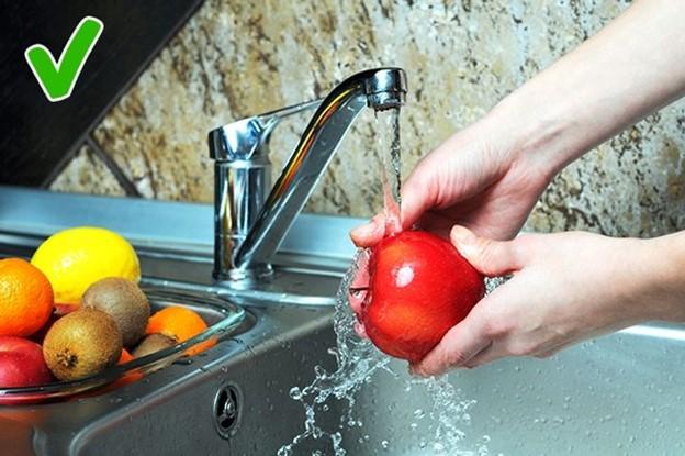 Top 5 Thực phẩm bạn phải rửa trước khi ăn hay chế biến