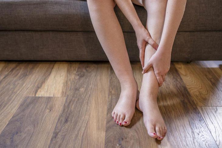 Top 8 Dấu hiệu ở đôi chân nhắc nhở bạn đi khám ngay lập tức