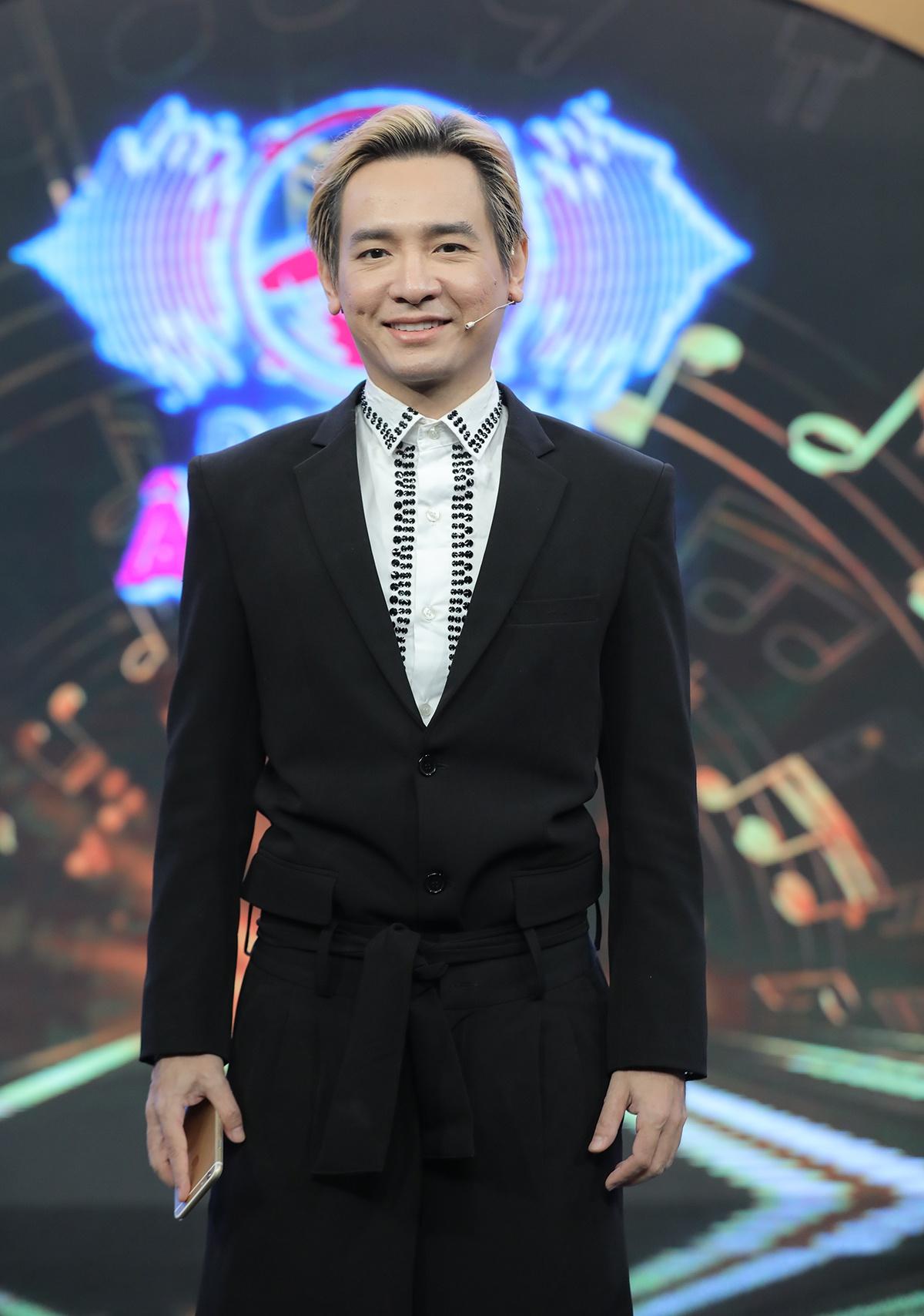 Hình ảnh lạc quan của ca sĩ Việt Quang trong game show trước khi qua đời