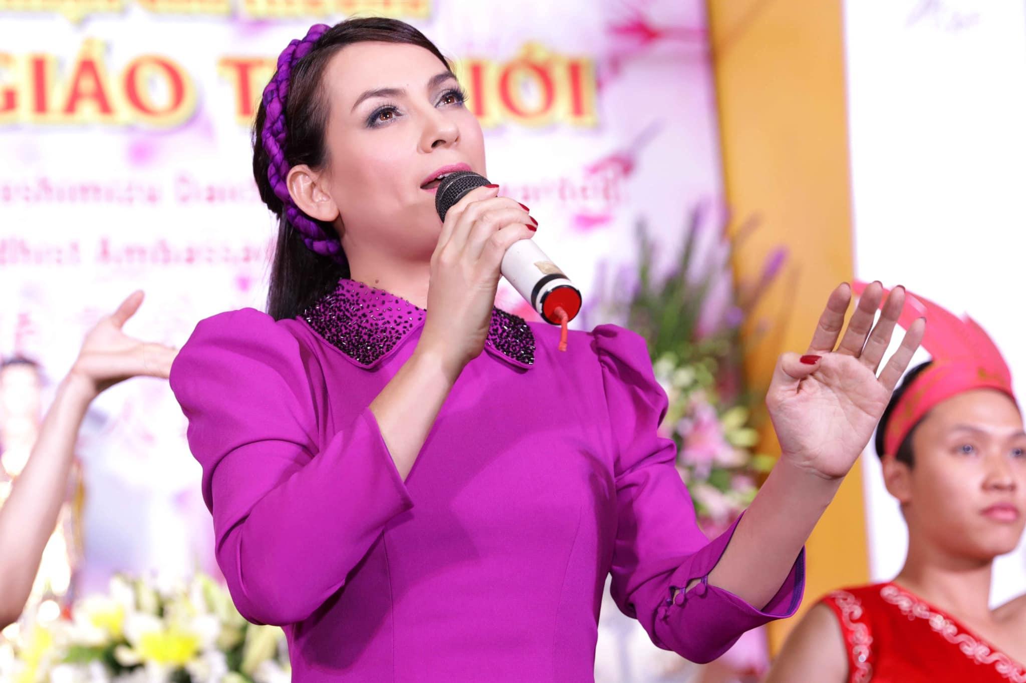 Phi Nhung – nữ hoàng băng đĩa một thời