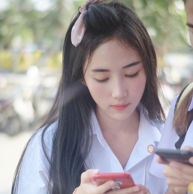 Phong cách gợi cảm của hot girl học đường Thái Lan