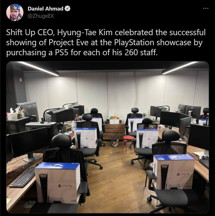 Công ty tặng PS5 cho mỗi nhân viên