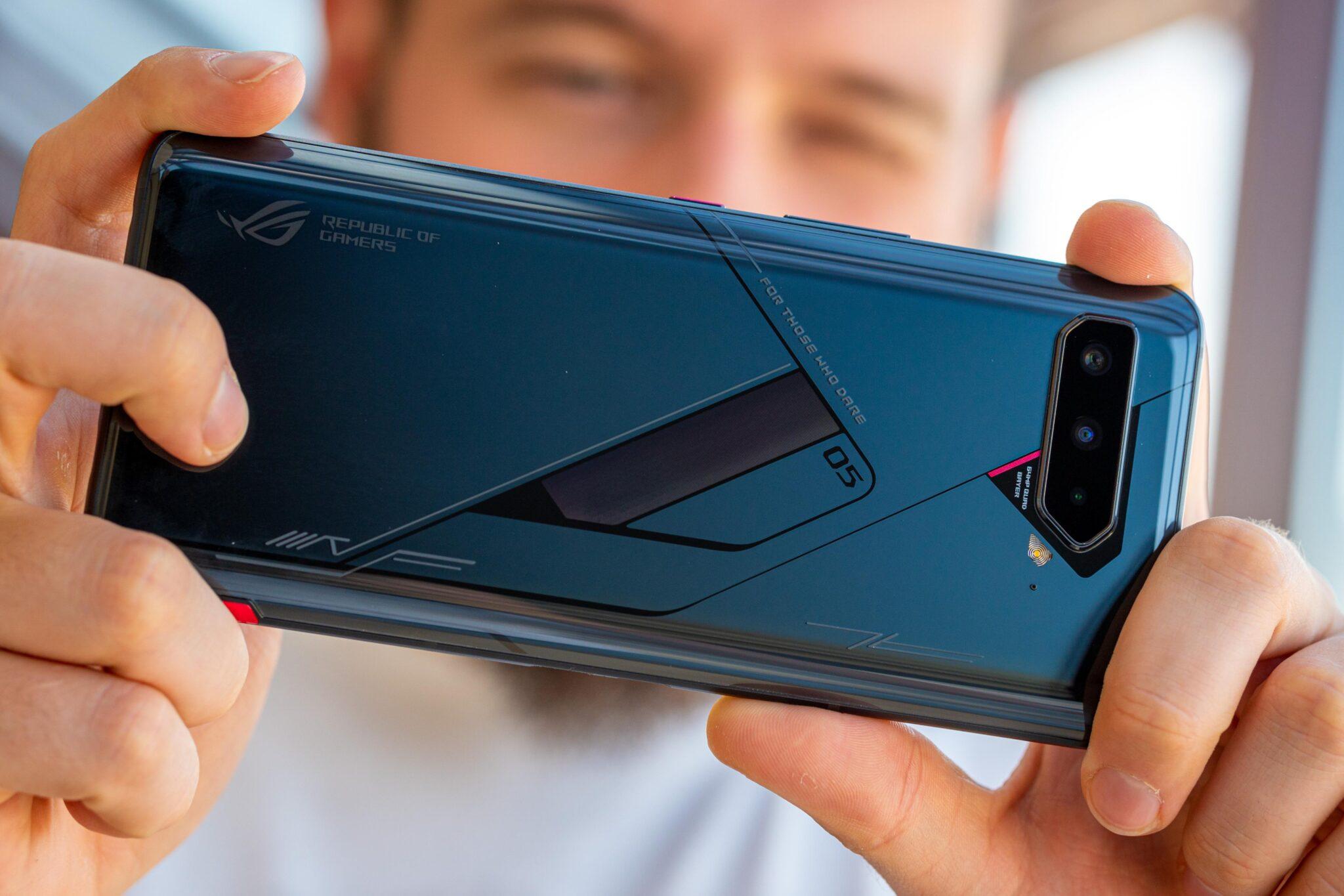 Hai smartphone gaming đỉnh cao khiến bạn quên mất mình đang chơi game trên điện thoại