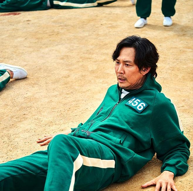 Lee Jung Jae: 'Tôi sợ hãi khi phải quay cảnh giết chóc kinh hoàng'