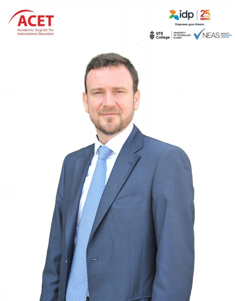 Mr. ANDREW MILNER - Giám đốc học thuật