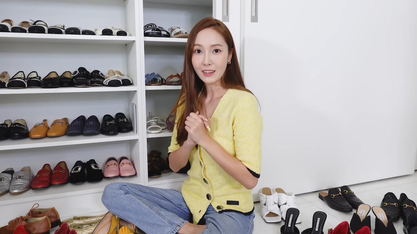 """Cộng đồng mạng bất ngờ bởi sở thích """"săn sale"""" giày, dép chục triệu của Jessica Jung - ảnh 1"""