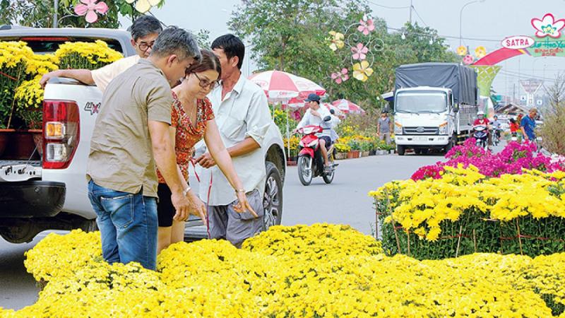 Bài văn tả cảnh chợ hoa ngày tết quê em số 7