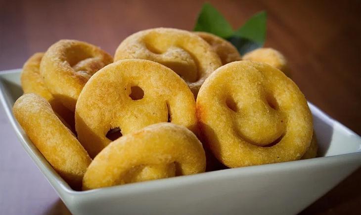 Bánh khoai tây mặt cười