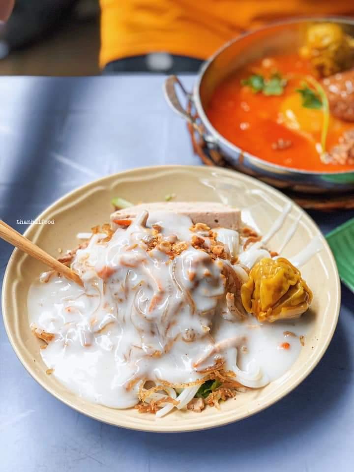 Bánh tằm bì xíu mại nước cốt dừa