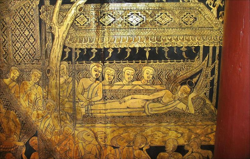Một bức tranh sơn mài trưng bày bên trong Suan Pakkad