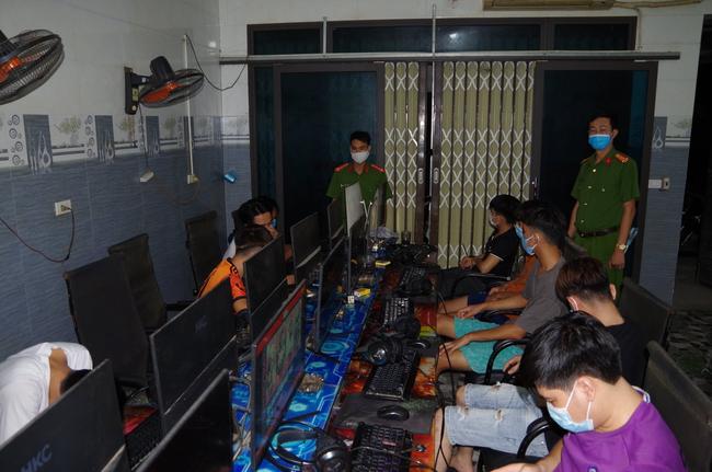 Hà Nam: 11 nam thanh niên tụ tập chơi game xuyên đêm bất chấp dịch Covid-19