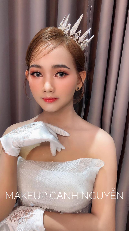 Cô dâu sau khi trang điểm