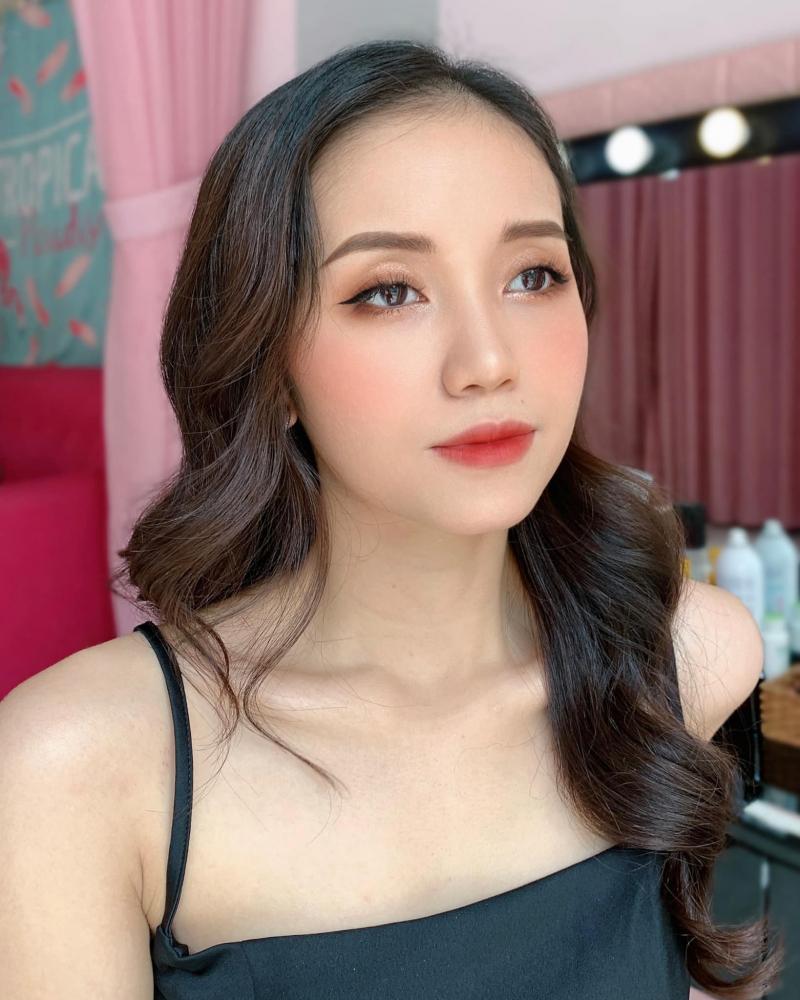 ChanVu Makeup giúp bạn tự tin, kiêu hãnh trong mỗi bước đi, cuốn hút trong mỗi ánh nhìn