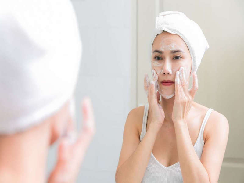 Dùng sai sữa rửa mặt khiến da khô hơn