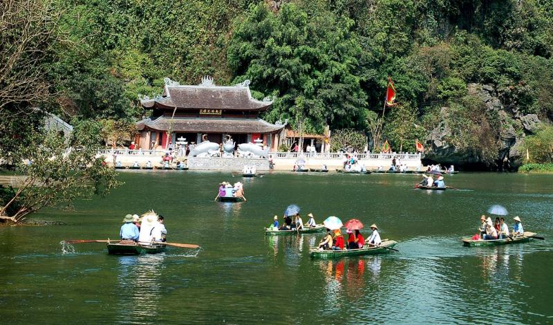 Một ngôi đình trong thắng cảnh chùa Hương