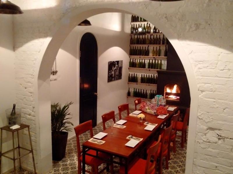 Cousins - Ẩm Thực Châu Âu - Đào Tấn được trang trí đẹp, lãng mạn, theo phong cách Châu Âu ấm cúng và giản dị.