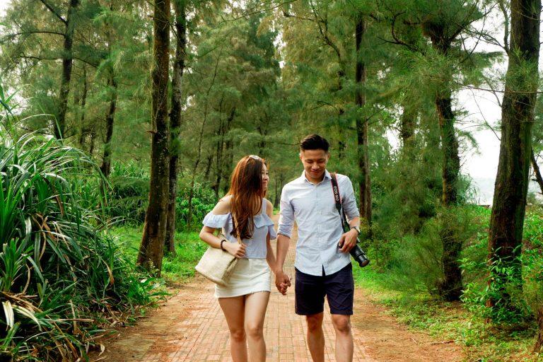 Cặp đôi trên con đường tình yêu