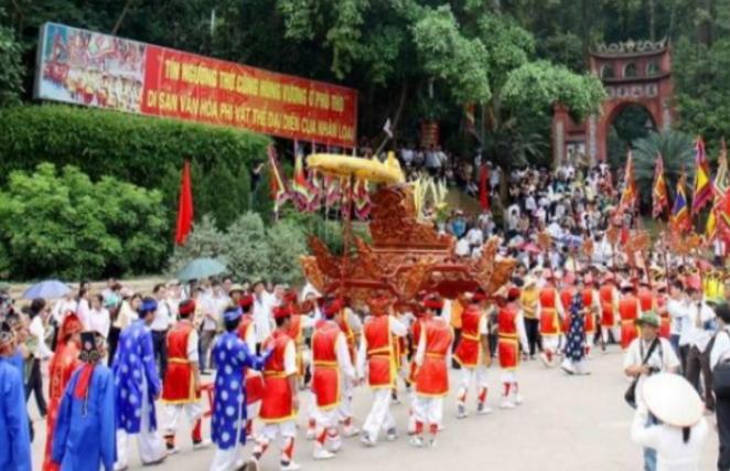 Lễ rước kiệu tại lễ hội Đền Hùng