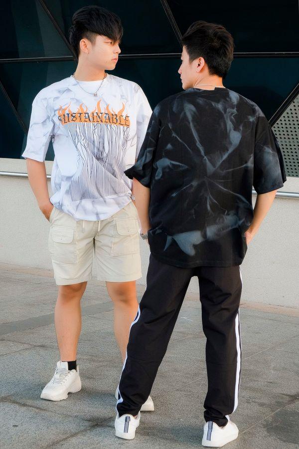 Shop chủ yếu kinh doanh về quần áo tuổi teen: quần jean, áo phông, áo sơ mi, giày thể thao,...