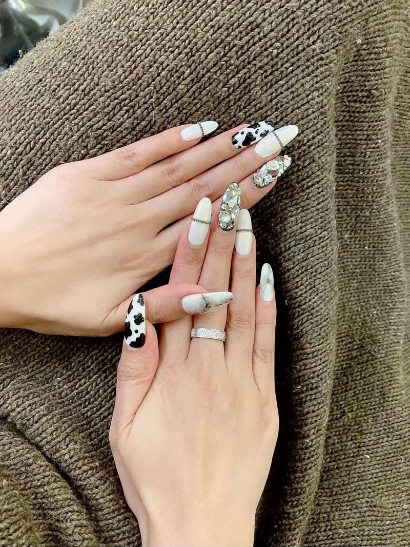 Làm nên bộ nails xinh đẹp, đầy sáng tạo đó là đội ngũ chuyên viên lành nghề, làm việc có tâm và đầy sáng tạo của nhà Hào Nails