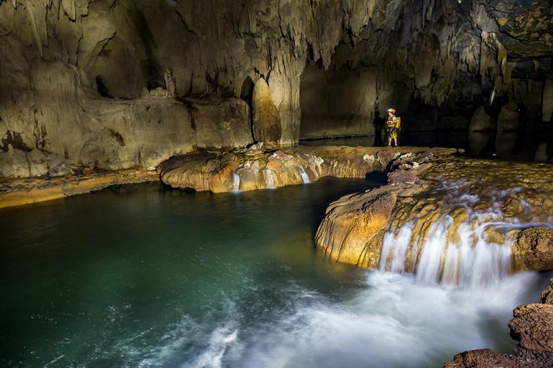 Hệ thống hang động Tú Làn