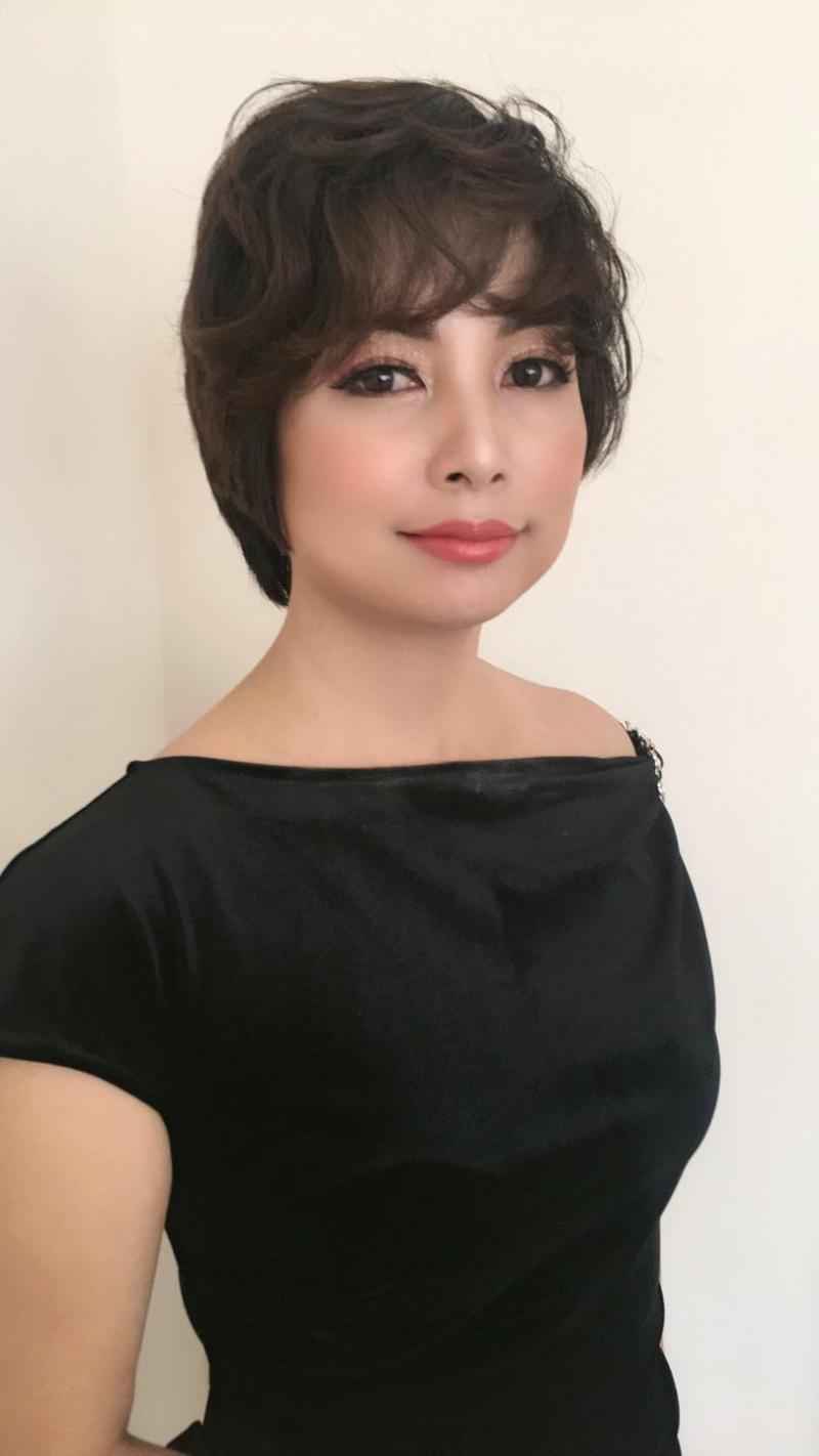 Hoa Hồng Makeup trang điểm không chỉ giúp bạn che đi những khuyết điểm mà còn là giúp bạn luôn tự tin nhất khi xuất hiện ở buổi tiệc