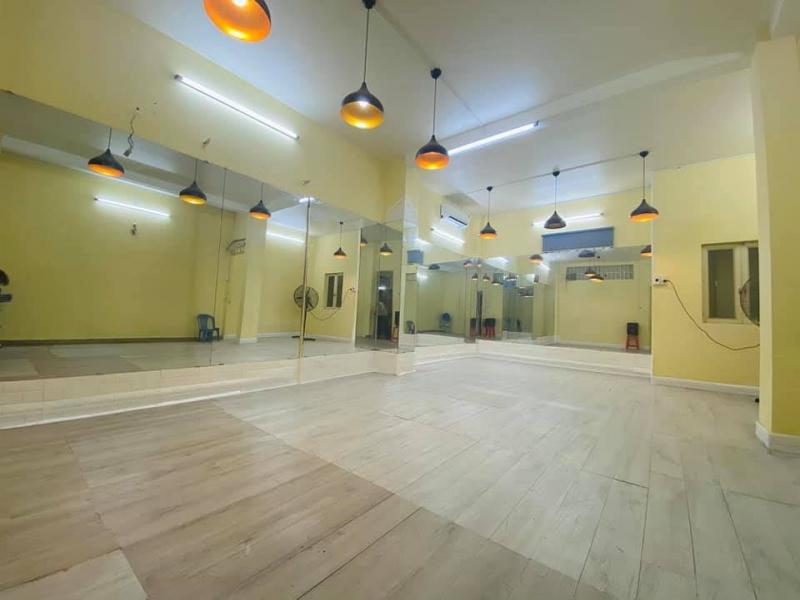 Không gian phòng tập của Học viện vũ công Crowbar