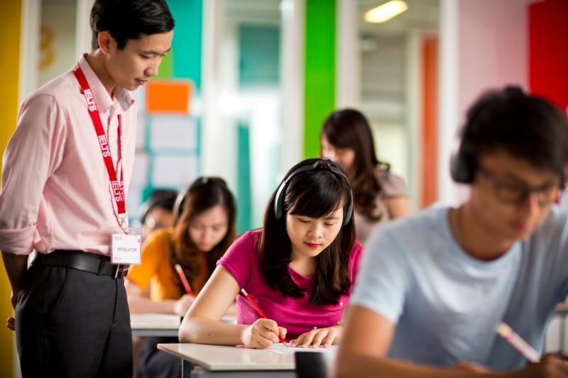 Hội đồng Anh Việt Nam Có các chương trình học bổng và các chương trình hỗ trợ dành cho các đối tượng học viên