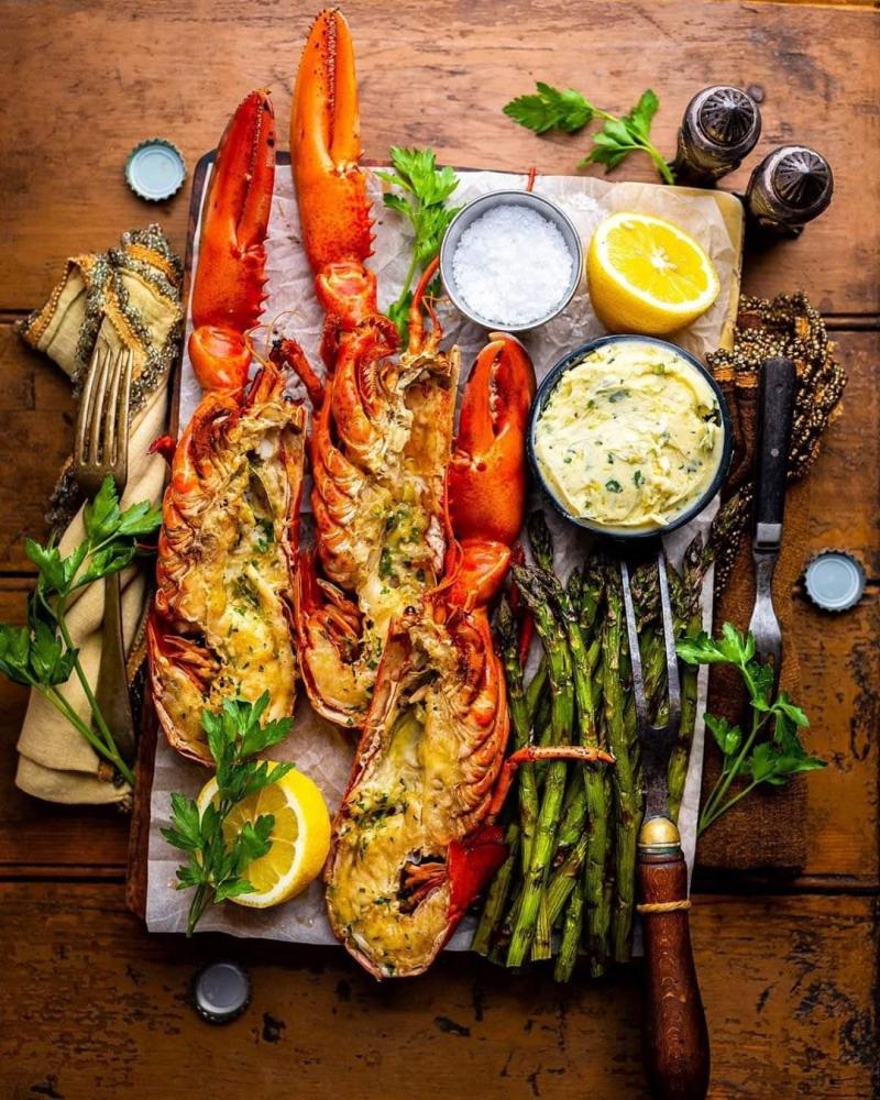 Những món hải sản La Sirena được các đầu bếp chế biến vừa an toàn vừa đặc biệt ngon miệng từ tôm hùm, hàu, bạch tuộc, mực… đảm bảo khách hàng sẽ gật gù, khó quên hương vị