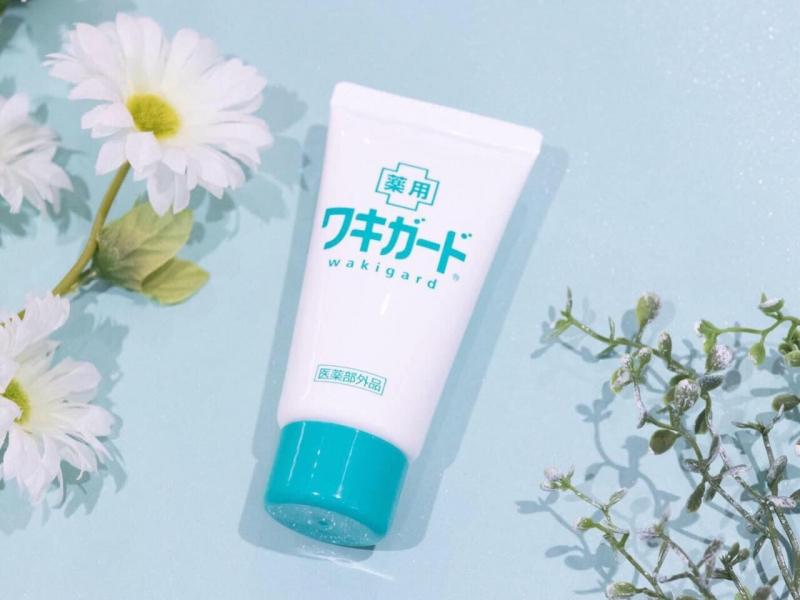 Lăn gel khử mùi hôi nách Kobayashi Nhật Bản