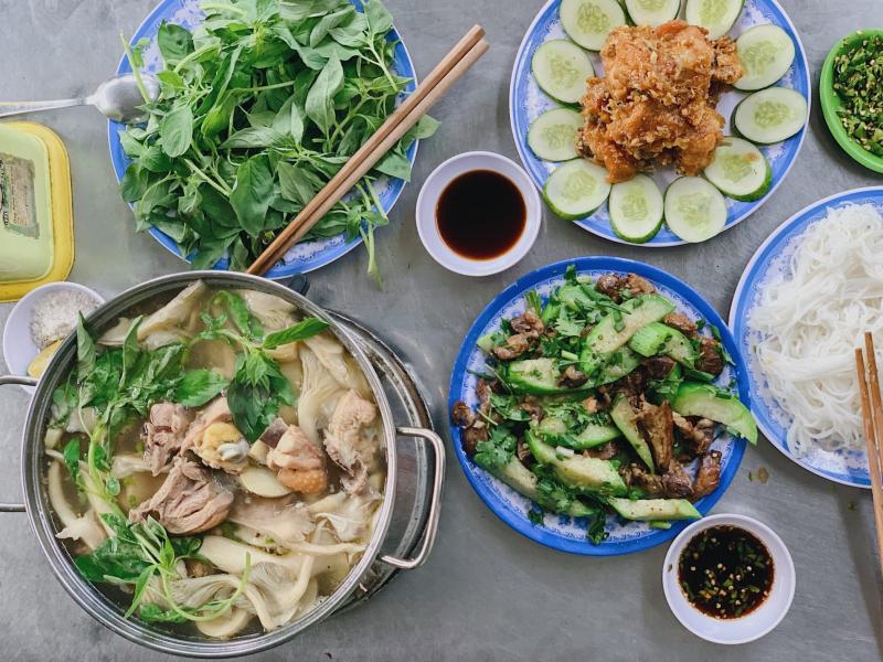 Lẩu Gà Lá É Phú Yên Hội Ngộ
