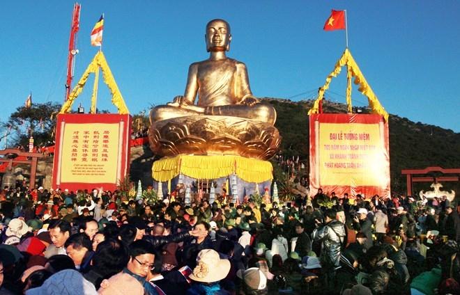 Một góc lễ hội hành hương Yên Tử