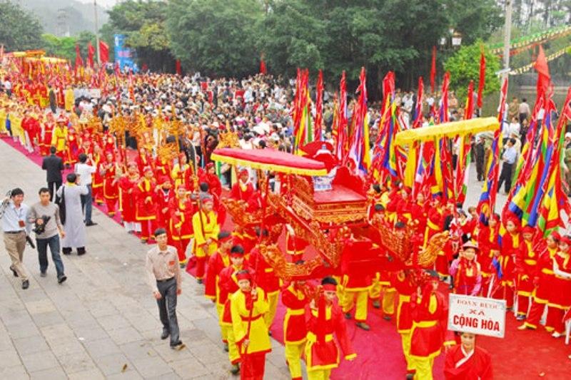 Nhân dân tham gia lễ rước nước