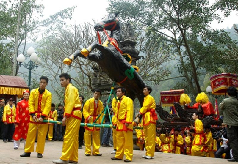 Nghi lễ rước ngựa, rước voi đi hóa