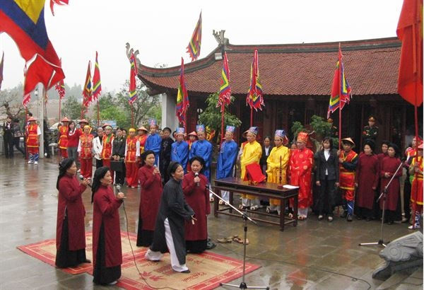 Lễ hát xoan tại cửa đình