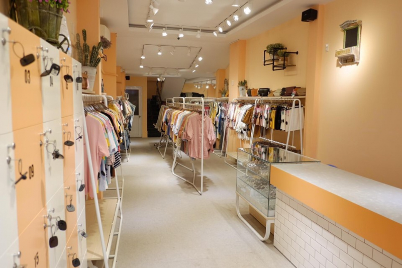 Lyn's – Clothes & Accessories