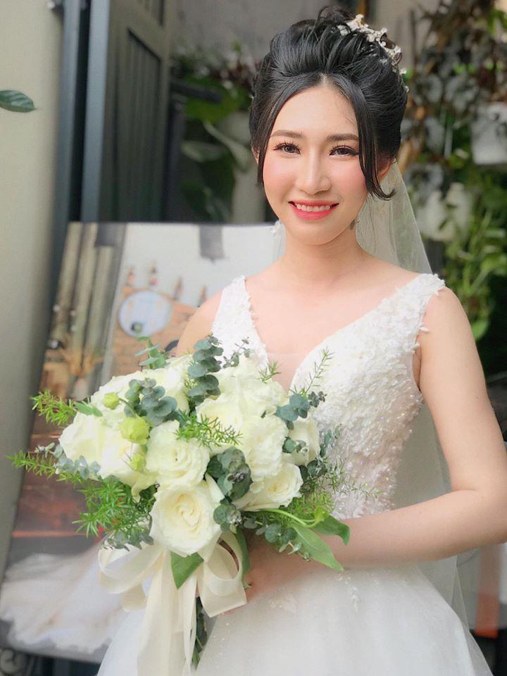 Với tay nghề cao, nhiều kinh nghiệm cũng như am hiểu về nghệ thuật make up hiện đại, MakeUp Kiều Min luôn tạo được điểm nhấn và nét đẹp riêng trên gương mặt mỗi cô dâu