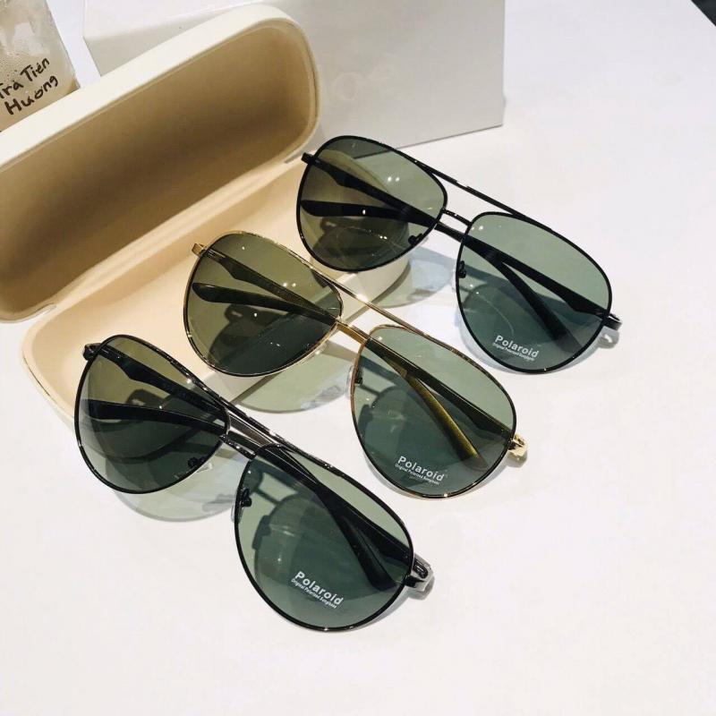 Bên cạnh kính cận, kính viễn, shop còn cung cấp vô vàn loại kính thời trang với kiểu dáng cực kỳ đa dạng phù hợp cho các nàng, các chàng sành điệu