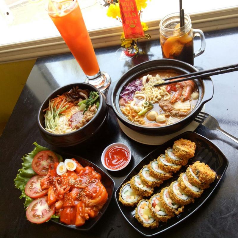 Ngoài món Mì cay thơm ngon đặc biệt, quán còn có menu rất nhiều món ăn Hàn Quốc hấp dẫn khác