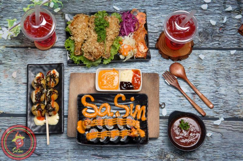 Tại Mì cay Sasin cugx có nhiều món Hàn hấp dẫn