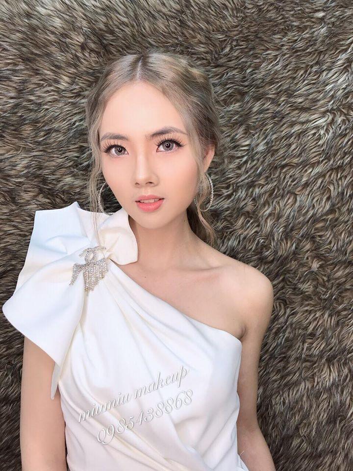 Miu Miu Makeup có phong cách trang điểm đi tiệc sang chảnh, nhẹ nhàng, quyến rũ